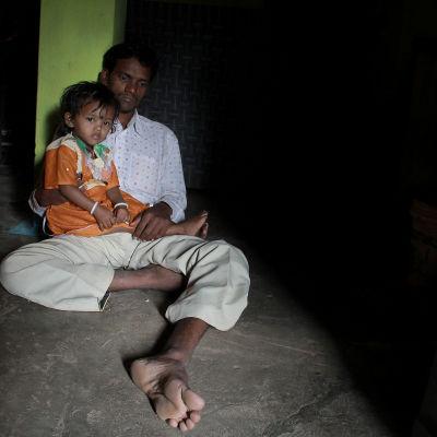 Jagdeesh Nirmalkars fru dog i sviterna av steriliseringen.