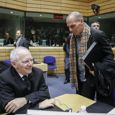 Tysklands och Greklands finansministrar vid eurogruppens möte 11.2.2015