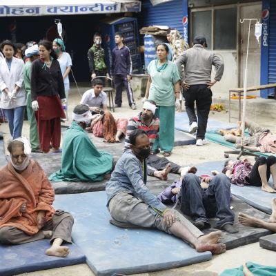 Människor som vårdas i Katmandu i Nepal.