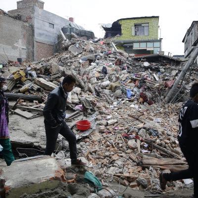 Förödelsen i Katmandu är stor efter det kraftiga jordskalvet som drabbade Nepal den 25 april.