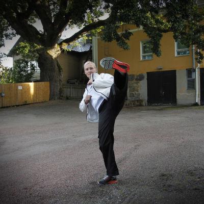 Lindah Kesti sysslar med taekwondo.