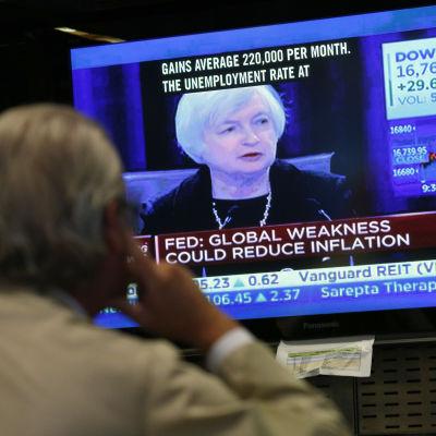 Wall Street reagerar på beskedet från centralbanken.