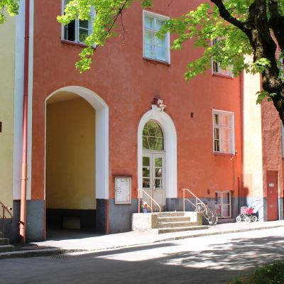 Gård vid Kangasalavägen 11 i Helsingfors