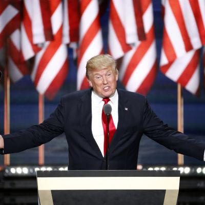 Donald Trump håller tal under republikanernas partikonvent i Cleveland 2016.