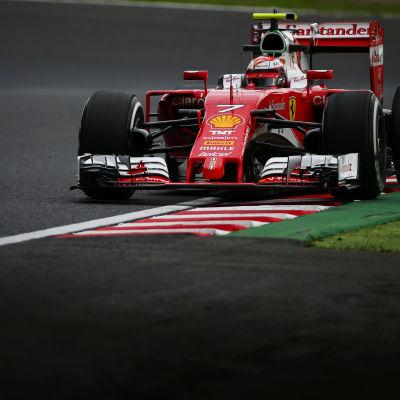 Kimi Räikkönen är en finsk formel 1-förare.