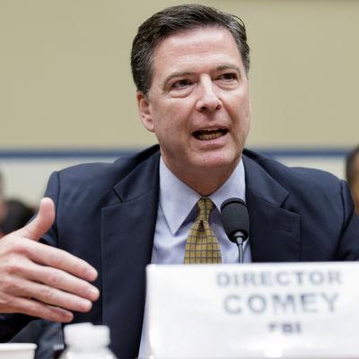 FBI-chefen James Comey har kommenterat utredningen av Clintons e-post vid flera tillfällen, bland annat i kongressförhör
