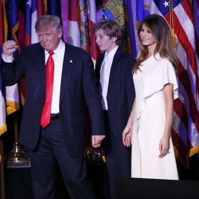 Donald Trump håller tal efter segern.