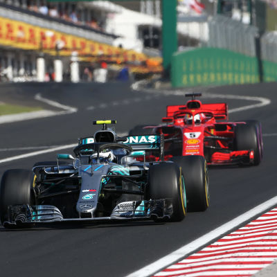 Valtteri Bottas jagas av Ferrari-förarna.