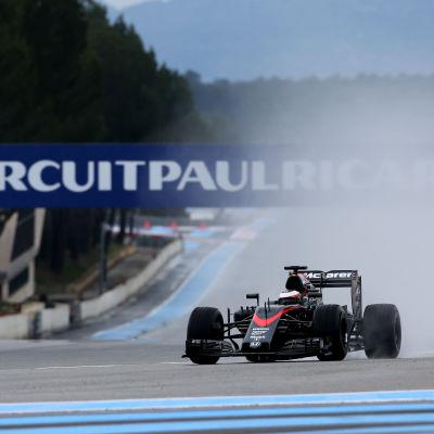 McLaren testar däck på Paul Ricard