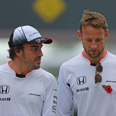 Fernando Alonso och Jenson Button i Brasilien.