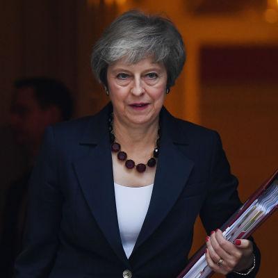 Theresa May utanför 10 Downing Street