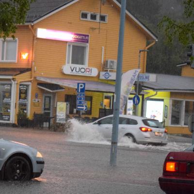Sotkamon keskustassa tulvi Aatu-rajuilman aikaan kesäkuussa 2021