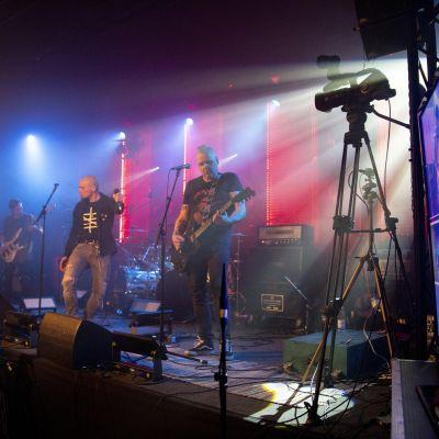 Veridivisioona esiintyi Brummin metallimaratooni-livestriimissä.