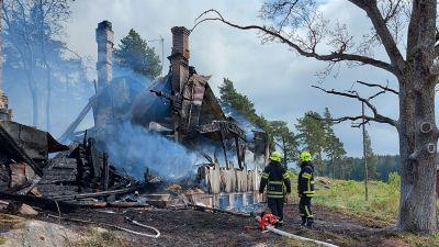 Gården på Granviksvägen har totalförstörts.