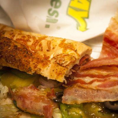 Subwayn täytetty leipä.