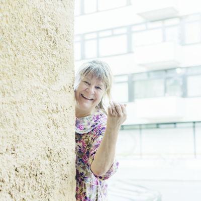 Eila Halonen i Jäljet-föreställningen.