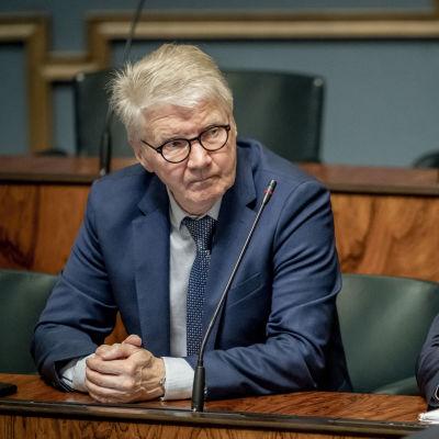 Pirkka-Pekka Petelius ja Pasi Kivisaari Eduskunnassa