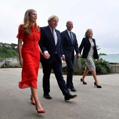 Boris Johnson med hustrun Carrie samt Joe Biden med hustrun Jill