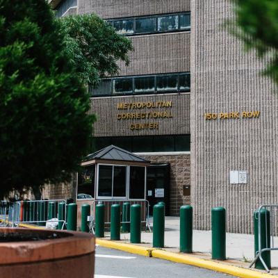 Fasaden av fängelset Metropolitan correctional center i New York, var Jeffrey Epstein satt häktad.