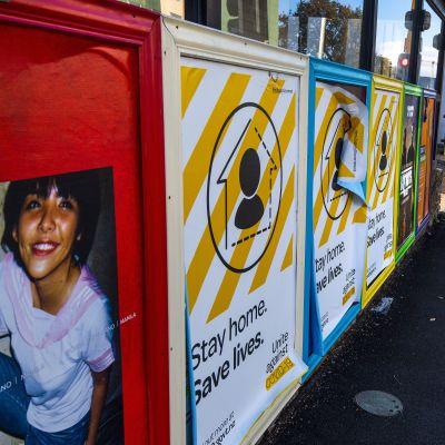 Uuden-Seelannin pääkaupungin Wellingtonin kadulla oli hiljaista 9. toukokuuta 2020. Maa ilmoitti purkavansa tällä viikolla koronakriisin takia asetettuja karanteenitoimia.