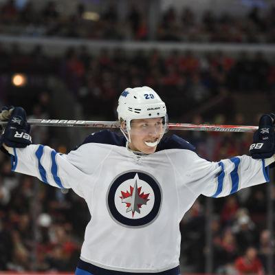 Patrik Laine i Winnipeg Jets-tröja.