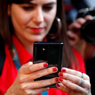 På bilden syns en Nokia 9 som inte omfattas av läckaget. Just nu misstänker man modellerna: Nokia 2, Nokia 3, Nokia 4 och Nokia 7 Plus.