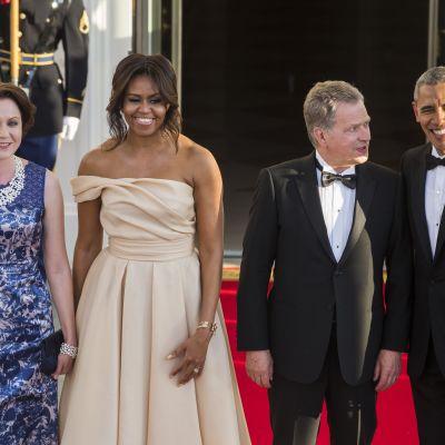 Presidentti Sauli Niinistö ja rouva Jenni Haukio saapuivat juhlaillalliselle Valkoiseen taloon.