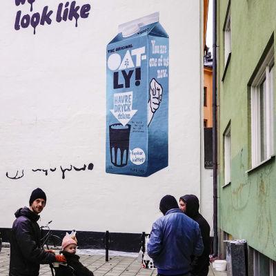 Reklam för oatlys havremjölk.