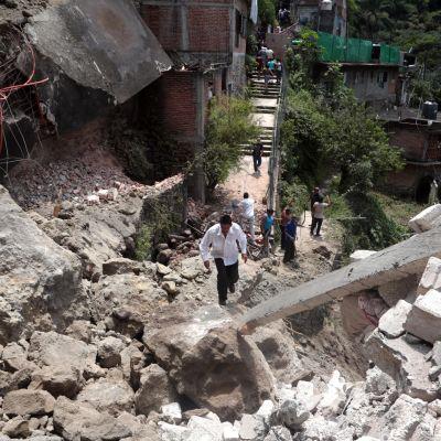 Människor i Cuernavaca i Mexiko efter ett jordskalv.