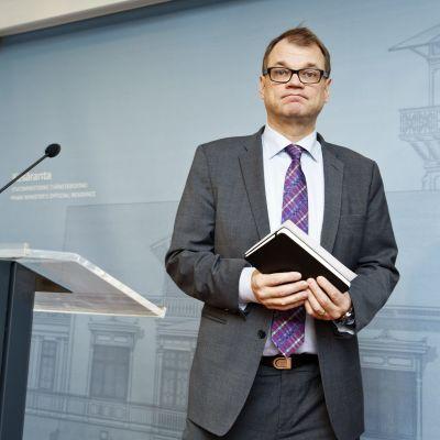Juha Sipilä under presskonferensen på Villa Bjälbo fredagen den 4 december.