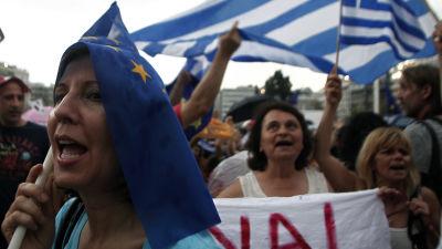 Demonstranter i Aten hoppas på ett ja i folkomröstningen om Greklands lånevillkor.
