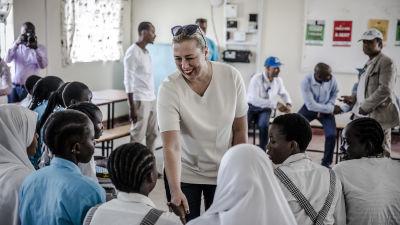 Jutta Urpilainen träffade flyktingbarn som studerar i en EU-finansierad skola i samband med sin resa till Kenya i december.