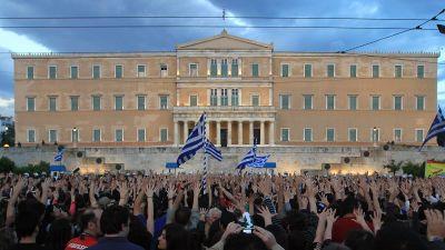 Tusentals demonstrerar i Aten mot åtstramningspolitiken