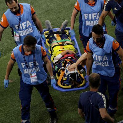 Kosovare Asllani loukkaantui ottelun loppuhetkillä