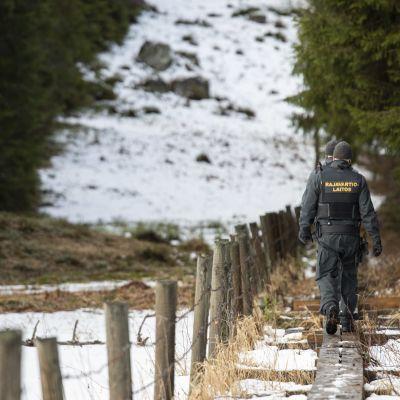 Rajavartijat valvomassa itärajaa Lappeenrannassa Suomen ja Venäjän välisellä rajalla