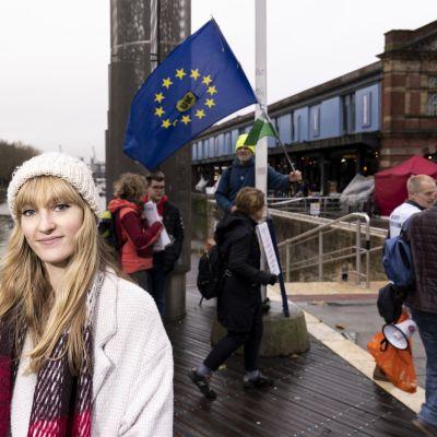 Ellie Varley Bristolissa. Äänestää EU:sta lähtemisen puolesta.