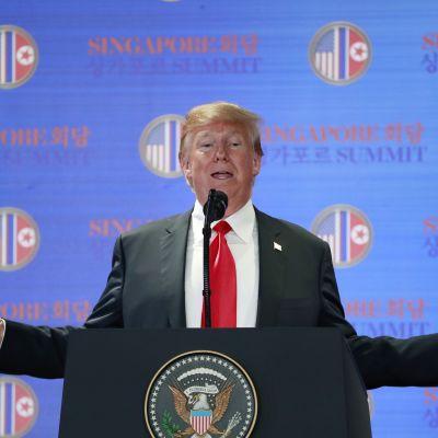 Trumpin tiedotustilaisuuden poiminnat