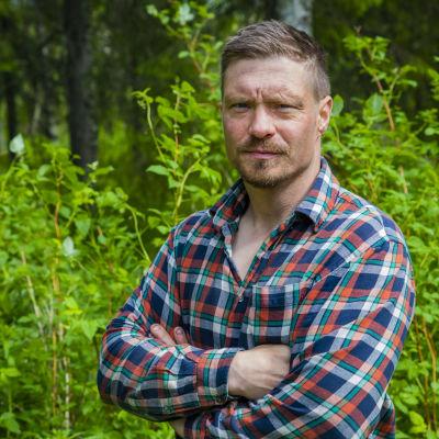 Ranualainen hillanpoimija konkari Hannu Pesäjärvi