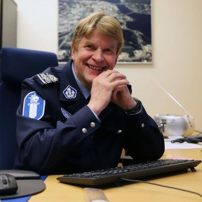 Lapin poliisin päällikkö Esa Heikkinen.