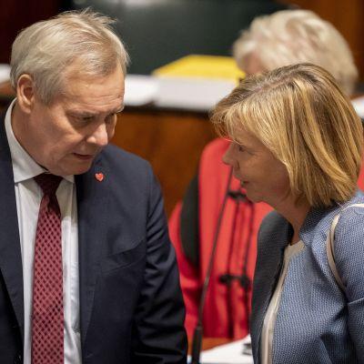 Antti Rinne ja Anna-Maja Henriksson 24.10.2019 eduskunnassa