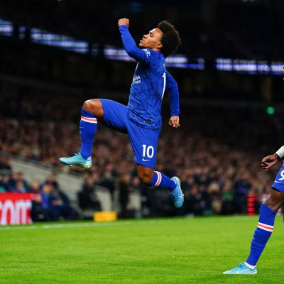 Chelsea kukisti Tottenhamin Willianin maaleilla
