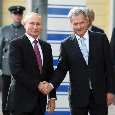 Presidenterna Vladimir Putin och Sauli Niinistö.