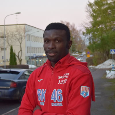 Porträttbild på Babatunde Wusu.