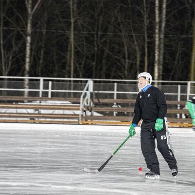 Lappeenrannan Veiterän valmentaja Valeri Gratchev vetämässä harjoituksia joukkueelle.