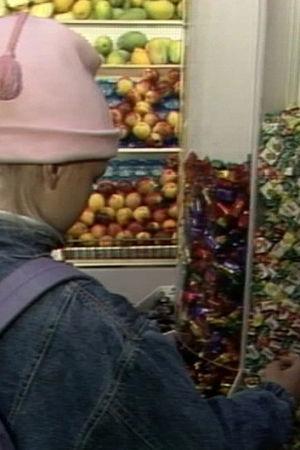 Flicka i godisbutik, Yle 1990