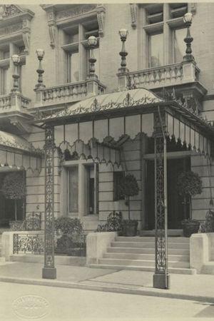 Delmonico-ravintolan sisäänkäynti, 5th Avenue, New York, 1908.