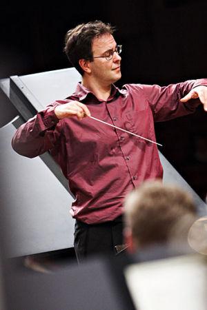 Sakari Oramo johtaa Radion sinfoniaorkesteria Japanissa 2006