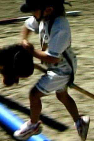 flicka med käpphäst, 2001