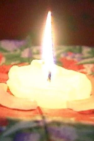 En bild på ett brinnande ljus