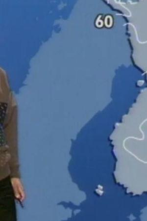 Meteorolog vid en väderkarta